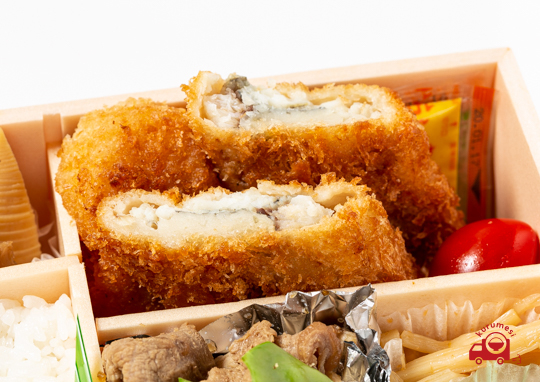 カニコロ・白身フライ・豚生姜焼き弁当