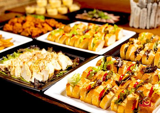 3種のサンドイッチと肉料理、揚げ物、デザートプラン