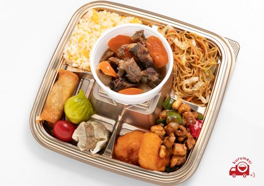 牛すじと人参と大根の煮込みと特選中華のお弁当