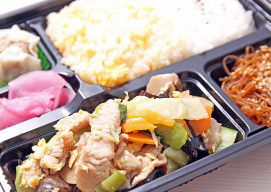 豚肉と玉子とキクラゲの炒め感激弁当