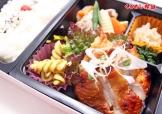 若鶏の味噌漬け焼と鶏肉と野菜の煮物弁当