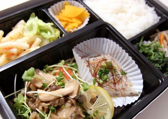 魚ムニエル&白身魚の蒸し焼き豪華弁当