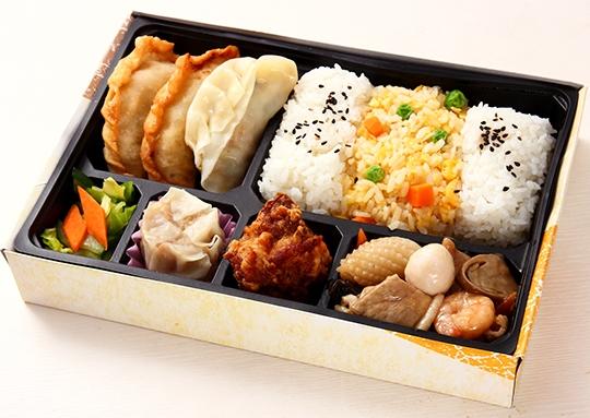 八宝菜と餃子の彩り弁当