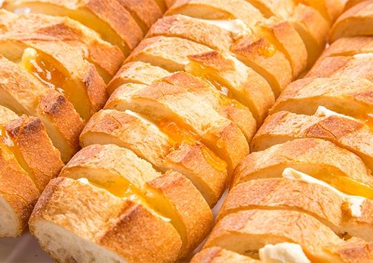 オレンジジャムとクリームチーズのサンド