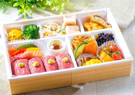 10種のお惣菜とお肉のお寿司仕立弁当
