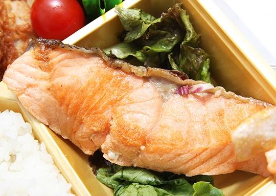 ハンバーグ&イカフライ&鮭塩焼き&若鶏の唐揚弁当