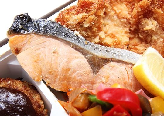 チキンカツ&ハンバーグ&鮭塩焼き弁当