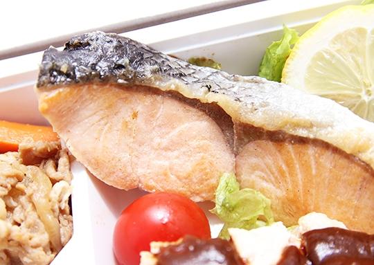 鮭塩焼き&チキンソティー&肉じゃが弁当