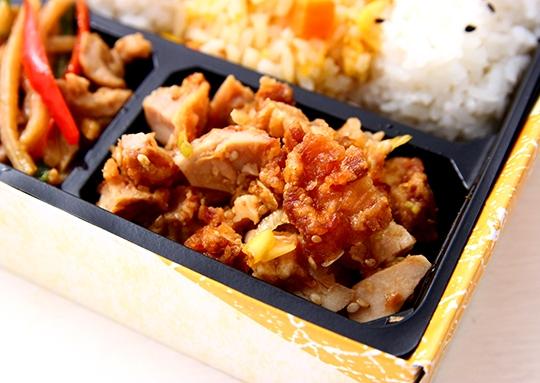 鶏ねぎと餃子の彩り弁当