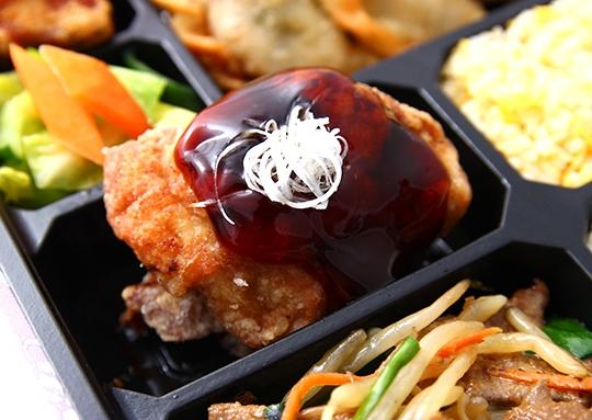 ニラレバ&鶏照焼きと餃子幕ノ内弁当