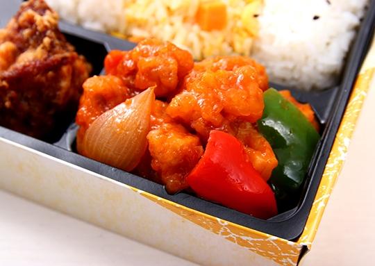 酢豚と餃子の彩り弁当