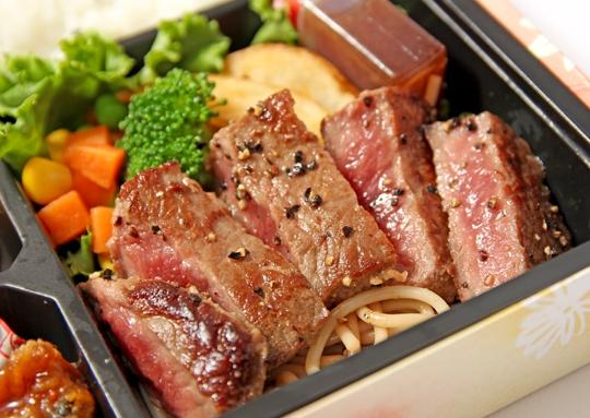 ステーキ&魚の甘辛煮弁当