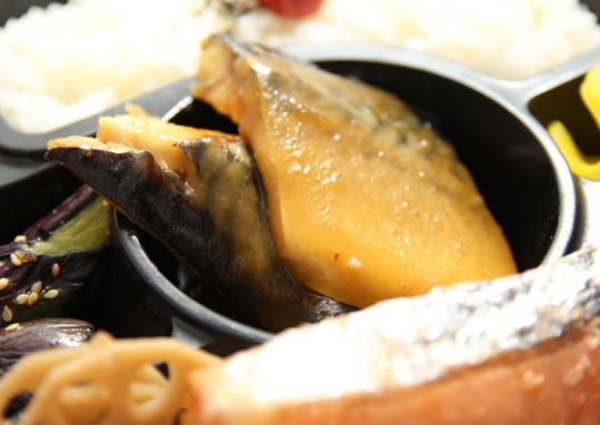 鯖みそ煮弁当