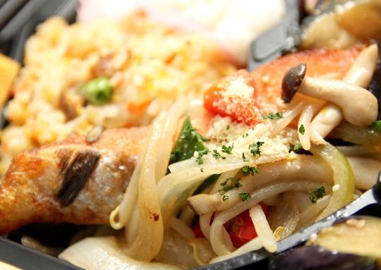 鯖みそ煮&鮭のちゃんちゃん焼き弁当