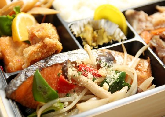 鮭のちゃんちゃん焼き&豚味噌焼き弁当