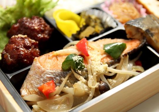 鮭のちゃんちゃん焼き&鯖みそ煮弁当