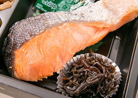納得の焼き鮭弁当
