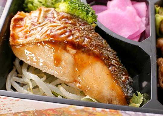 里芋と豚肉の旨煮&ブリ照り弁当