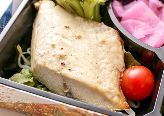牛肉とピーマンのこってりソース炒め&鯖のマヨマスタード焼き弁当