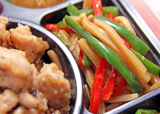 鶏肉と椎茸の蒸し物豪華幕の内弁当