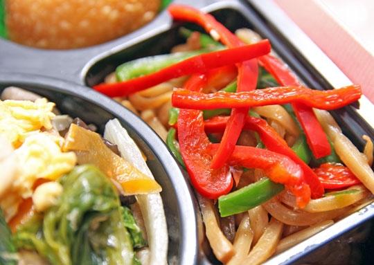 豚肉と玉子とキクラゲの炒め豪華幕の内弁当