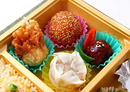 玉子と豚肉の炒め物&サバ塩焼きと餃子 特幕ノ内弁当