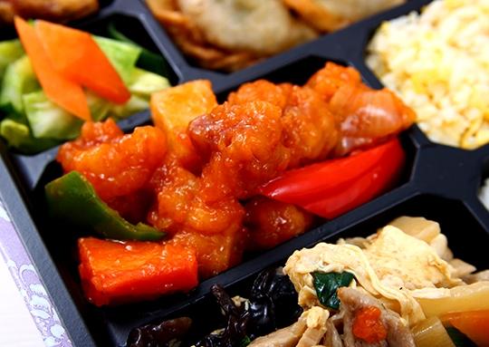 酢豚&玉子と豚肉の炒めと餃子幕ノ内弁当