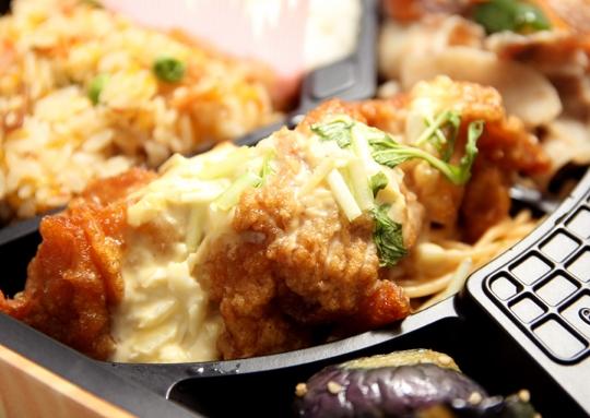 豚味噌焼き&チキン南蛮弁当