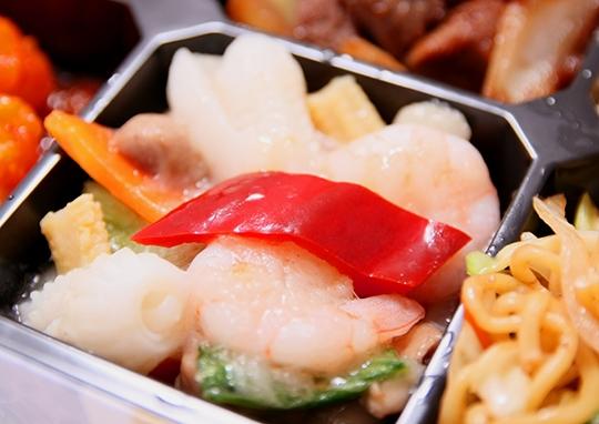 白身魚と牛肉オイスター幕の内弁当