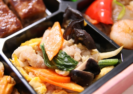 豚の角煮と海鮮塩炒め幕の内弁当